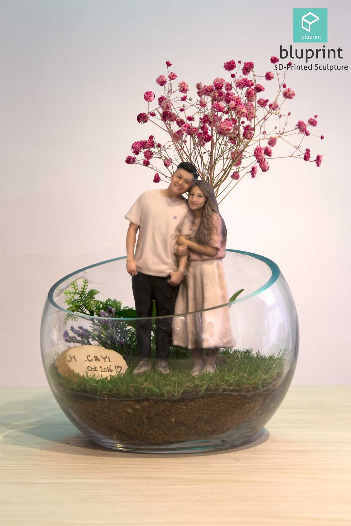 bluprint 3d figure sculpture hong kong couple dry flower terrarium